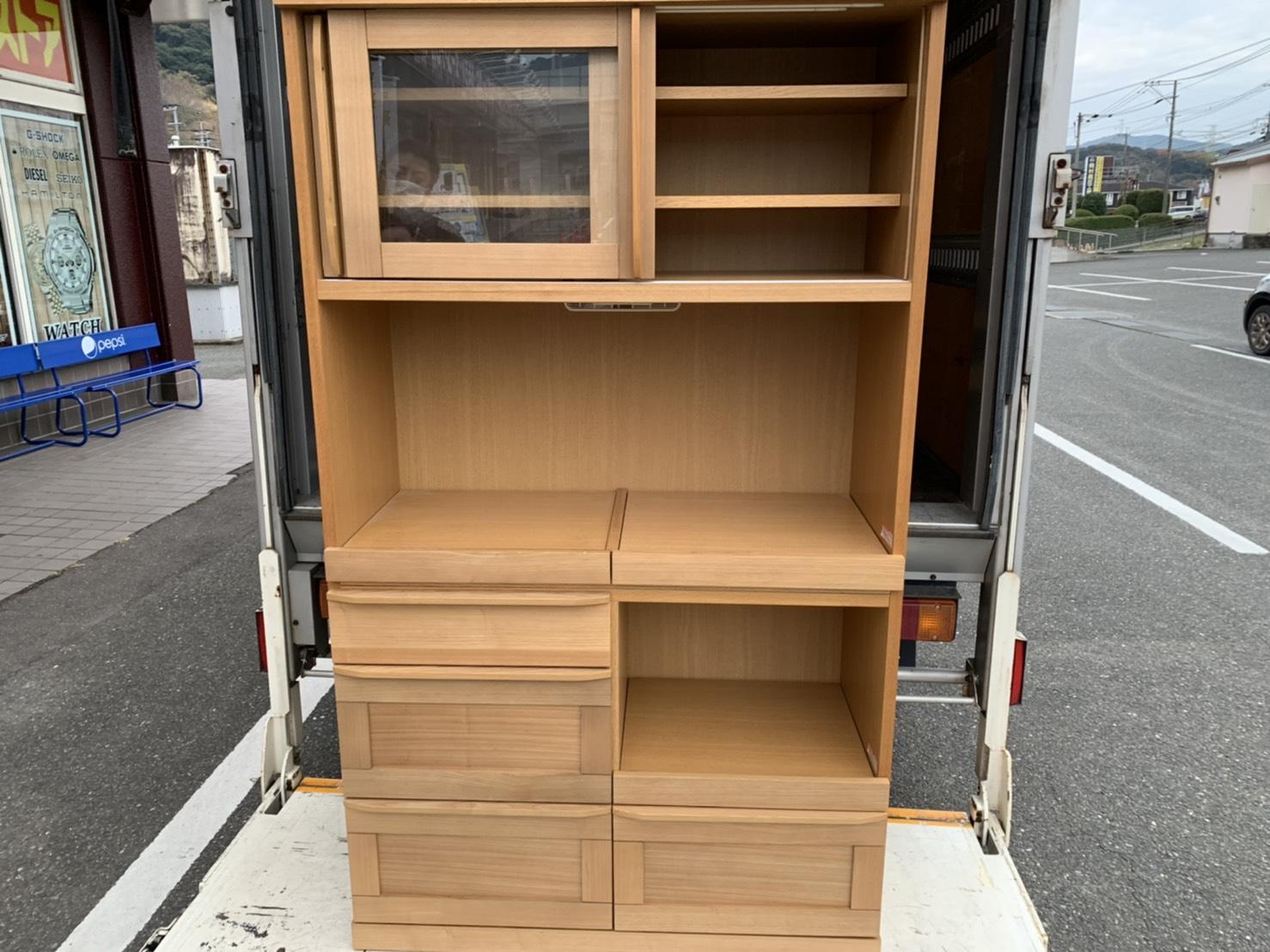 12/11★出張買取にて〈食器棚〉を買取させていただきました! #出張買取 #マンガ倉庫 #武雄店 #白物 #家電#買取 #家具 #重い★